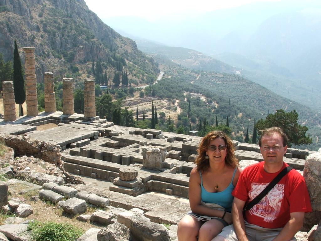 Mi mujer y yo en el santuario de Delfos (2005)