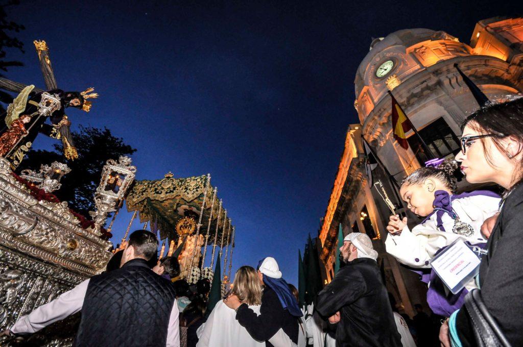 Encuentro en Nuestro Padre Jesús de Nazareno y la Virgen de la Esperanza (fotografía de Quino Sánchez Rodríguez)