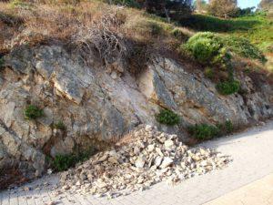 Derrumbe en el camino de acceso a la Sirena de Punta Almina