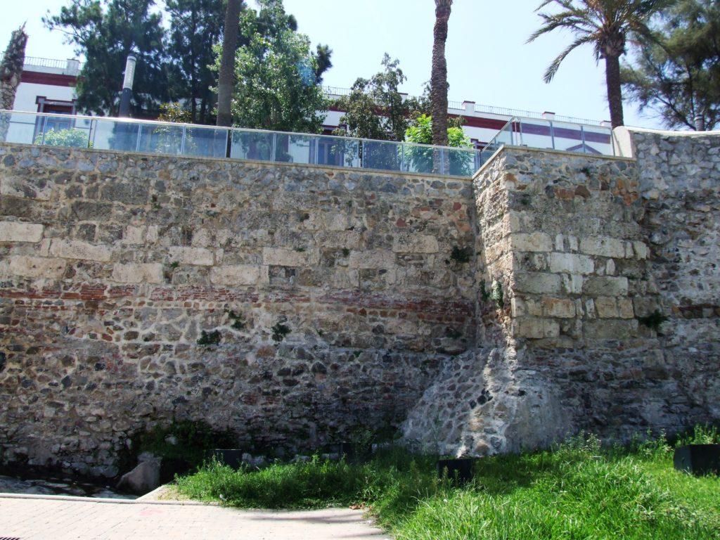 Lienzo y torre de la muralla califal