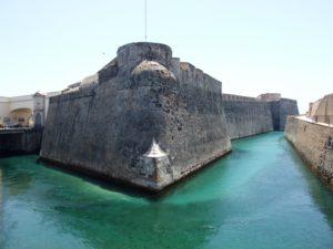Baluarte de la bandera y foso de las Murallas Reales