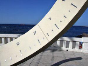 Reloj solar playa de Benitez