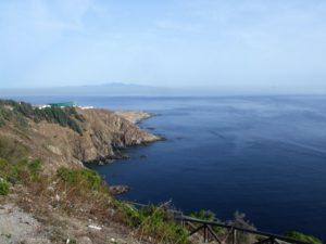 Acantilados entre Puntas de las Cuevas y Punta Almina